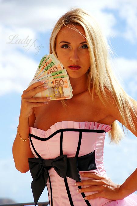 lady-anja-bargeld-1