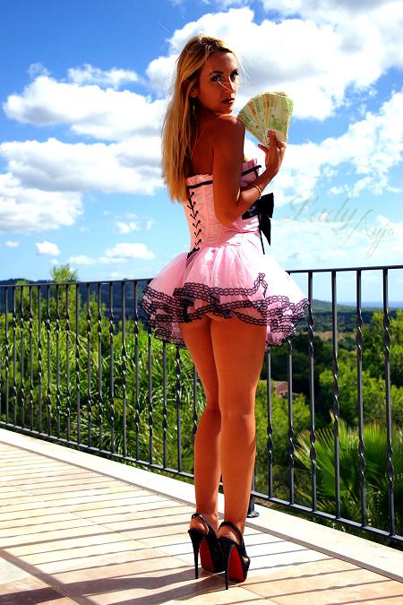 lady-anja-bargeld-2